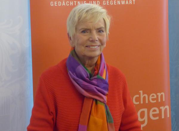 Zeitzeugin Katja Sturm-Schnabl, aktuelles Porträtfoto © Katja Sturm-Schnabl